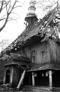 99edfd3aea (04.10.2009) Chabówka - zabytkowy kościółek Św. Krzyża na Obidowej.  Kościółek kierowców i pielgrzymów jadących na Podhale i z powrotem.